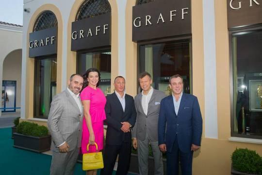 Рустэм Магдеев (второй справа) и его гости на открытии бутика GRAFF в Лимасоле